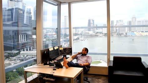 Anton Kreil en su escritorio